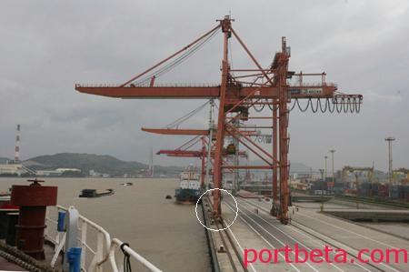 安全事故案例:福州港两万吨货轮撞歪桥吊门腿-港口技术安全网