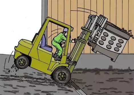 【事故案例】堆高机意外翻倒事故  多个集装箱受损-港口技术安全网
