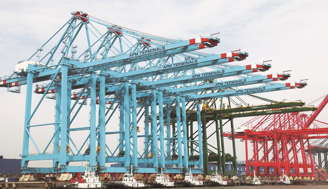 涨姿势!岸桥也能像建筑物一样定向爆破?-港口技术安全网
