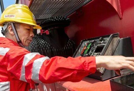 DRT450正面吊作业中突然自动熄火的快速维修案例-港口技术安全网